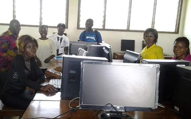 Students during a computer simulation practical course, in Laramans research lab.