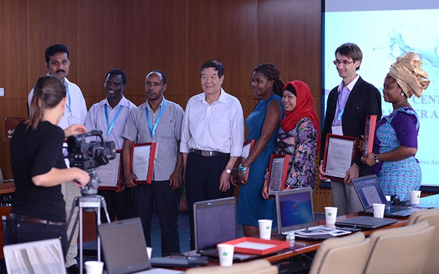 Prof. Yin Chengqing flanked by graduates of a training course organized by the Centre of Excellence for Water and Environment