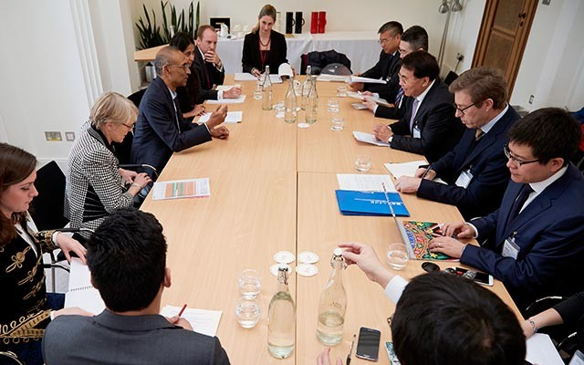 A Royal Society delegation (left) led by President Venkatraman Ramakrishnan met with a CAS-TWAS delegation led by President Bai Chunli to discuss new joint capacity-building efforts. [Photo: The Royal Society]